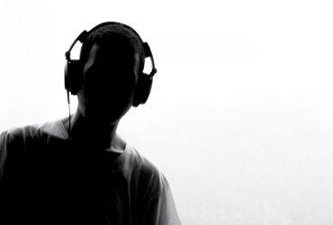 چرا ما دوست داریم به موسیقی غمگین گوش دهیم؟