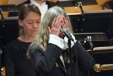 "Patti Smith آهنگ "" باران سختی خواهد بارید"" باب دیلن را در جشن نوبل بازخوانی کرد."