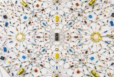 آثار هنری و زیبای Leonardo Ulian با اتصال قطعات الکترونیکی