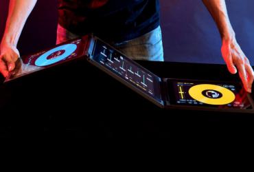 دی جی کنترلر Z-JAY با صفحه نمایش لمسی 3 تیکه