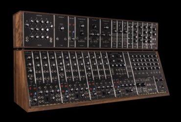 Moog یکی از قدیمی ترین سینتی سایزرهای خود IIIc را مجددا تولید می کند !