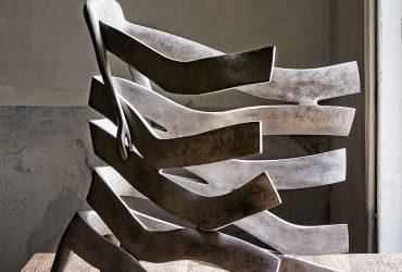 مجسمه های برنزی در هم پیچیده اثر Isabel Miramontes