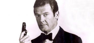 راجر مور بازیگر مشهور سری فیلم های جیمز باند در سن ۸۹ سالگی درگذشت.