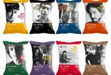 این پاکت های چیپس سیب زمینی چینی با اشعار باب دیلن روی آنها طراحی شده اند !