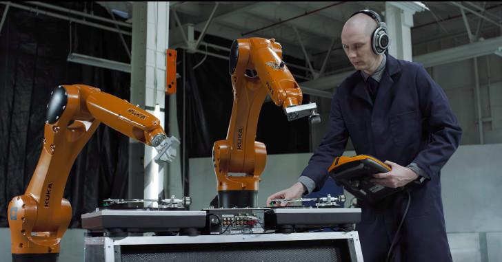 موزیک ویدیوی بسیار جالب که ربات های صنعتی نوازنده های آن هستند !