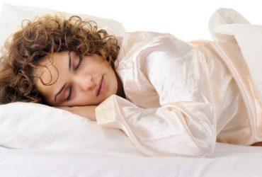 7 دلیل که نشان می دهد شما نباید با موهای خیس بخوابید ؟