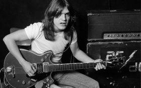 مالکوم یانگ ، گیتاریست و یکی از بنیانگذاران گروه AC / DC در سن 64 سالگی درگذشت