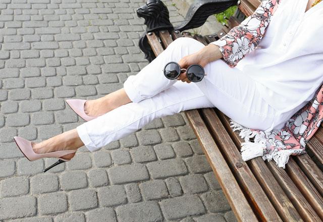شلوارهای رنگی خود را با چه کفش هایی ست کنیم ؟