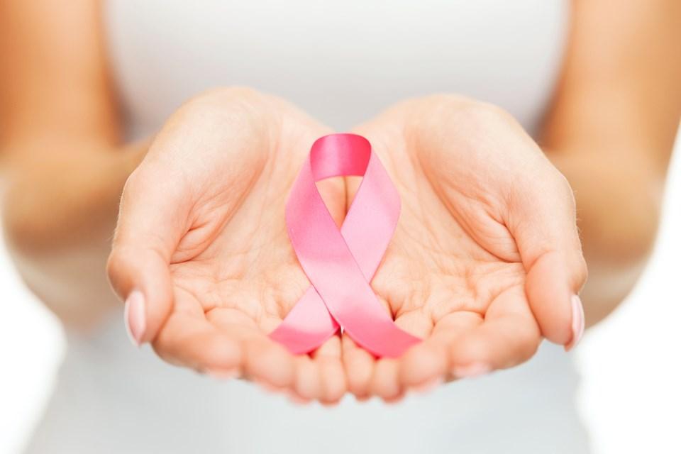 علائم سرطان سینه چیست و چگونه آنها را در منزل تشخیص دهیم ؟