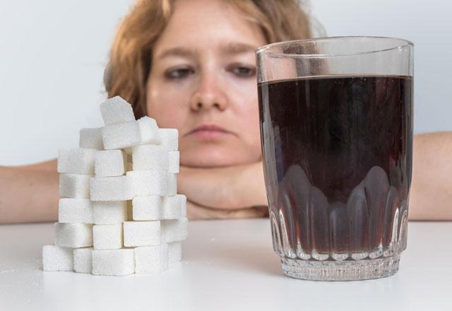 تاثیرات مخرب نوشابه بر سلامتی