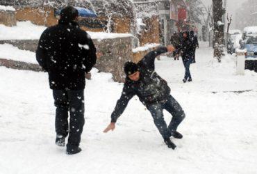 نکاتی که هنگام راه رفتن در برف برای جلوگیری از لیز خوردن باید رعایت کنید !
