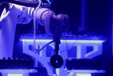 KUKA اولین دی جی رباتیک جهان در شهر پراگ مشغول به کار است!!!