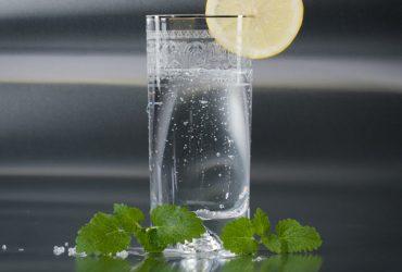 تاثیرات شگفت انگیز یک لیوان آب در بدن انسان