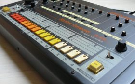 رولند نسخه رسمی نرم افزار درام ماشین TR-808 و TR-909 را منتشر می کند