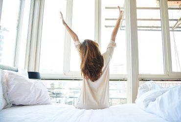 با یک ساعت زودتر از خواب بیدار شدن زندگیتان را تغییر دهید!