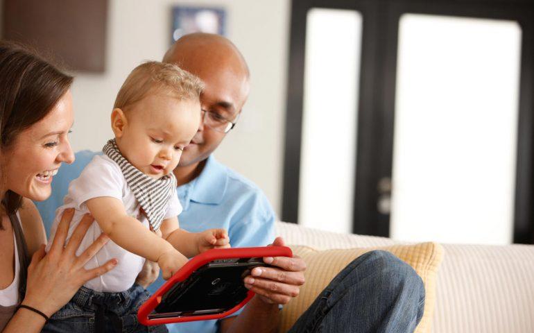 بهترین زمان خرید موبایل و تبلت برای کودکان
