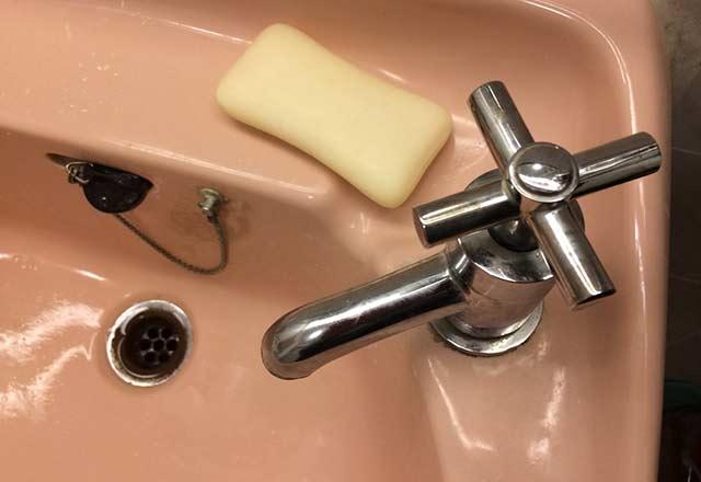 چه وسایلی نباید در حمام نگهداری شوند ؟
