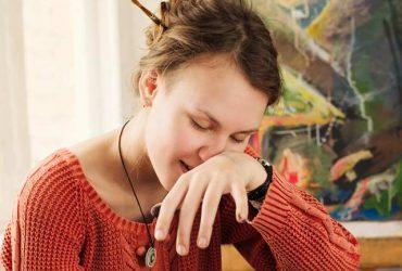 چه عواملی سبب خارش بینی می گردد و چگونه می توان آن را درمان کرد ؟