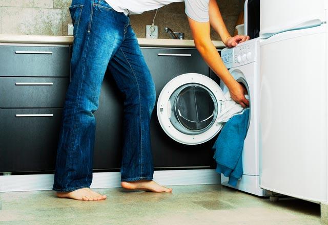 7 اشتباه رایج که هنگام شستشو لباس ها انجام می دهیم