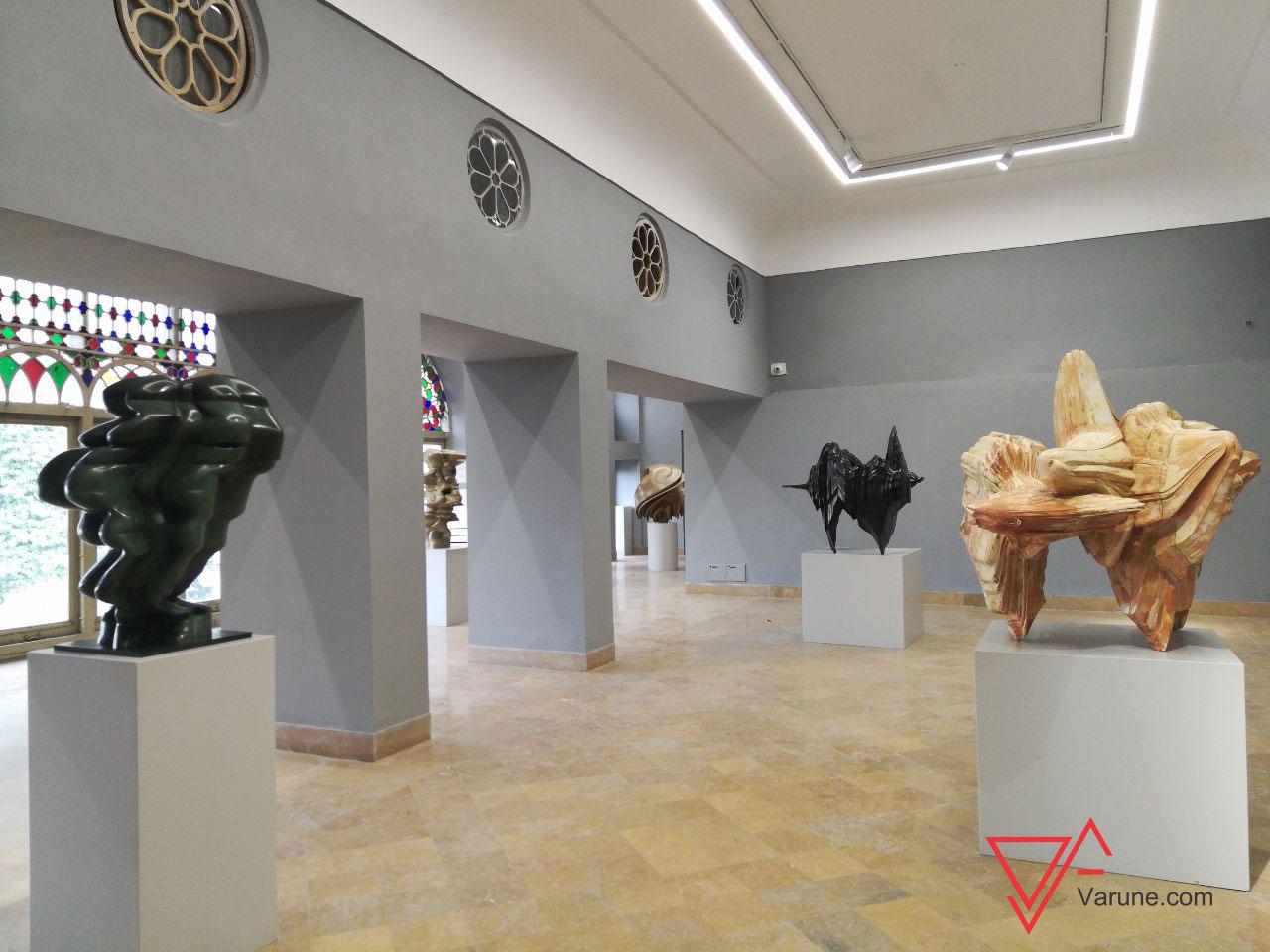 گزارش اختصاصی وارونه از نمایشگاه ریشه ها و سنگ ها اثر تونی کرگ در اصفهان