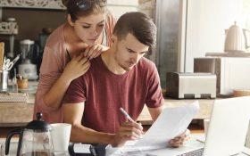 اگر از دعوا درباره ی مسائل مالی با همسرتان خسته شده اید، این 12 کار را انجام ندهید!