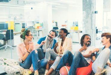 چگونه نشاط و سرزندگی در محل کار شما را مولد تر و سازنده تر می کند؟