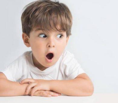 اگر کودک رابطه ی جنسی پدر و مادرش را دید ، چه باید کرد؟