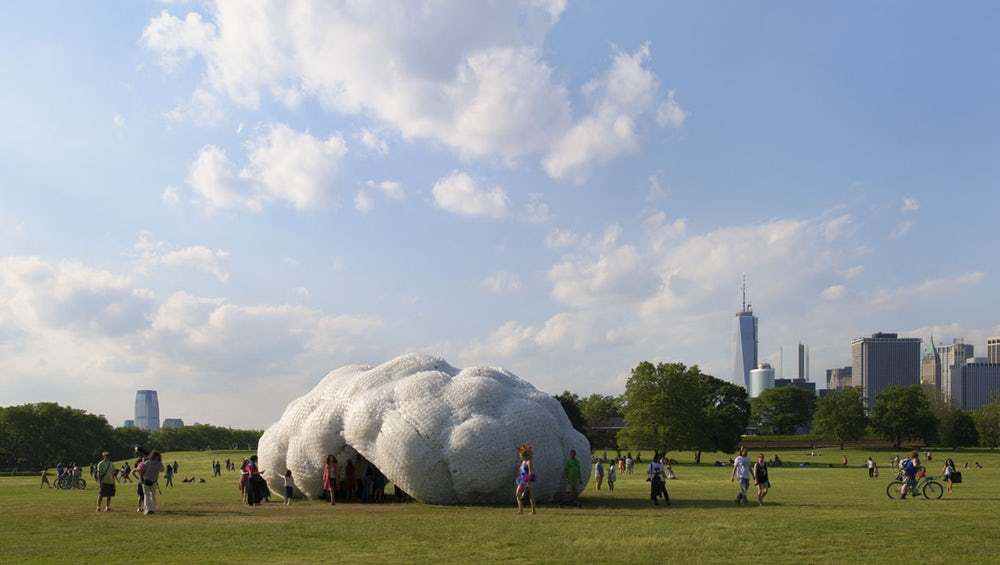 Skyscraper مجسمه نهنگ ساخته شده از 5 تن زباله پلاستیکی !!!