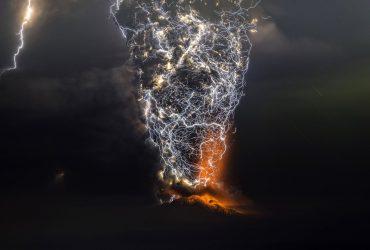 عکس های زیبا از آتش فشان و رعد و برق