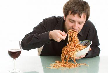 سریع غذا خوردن می تواند احتمال چاقی را افزایش دهد