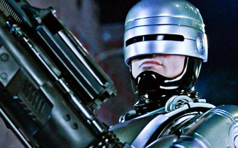 پلیس آهنی باز می گردد ! این بار با فیلمی به کارگردانی نیل بلومکمپ !