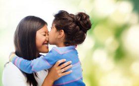 بوسیدن لب کودکان توسط والدین کار بسیار اشتباهی است!!!