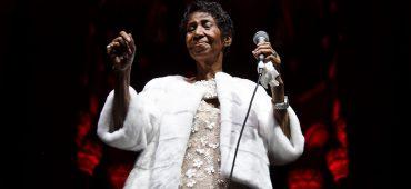 """آرتا فرانکلین """" ملکه موسیقی سول"""" در 76 سالگی درگذشت"""