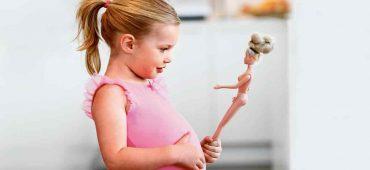 آیا انتقاد والدین از ظاهرشان، اعتماد به نفس و تصویر بدنی کودکان را منفی می کند؟