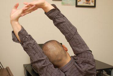 انجام این حرکات ساده ی یوگا در محل کار برای کاهش استرس بسیار مفید است!