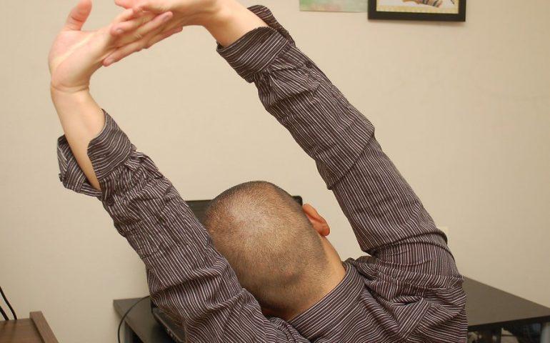 حرکات یوگا در محل کار