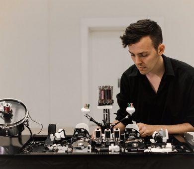 اولین موسیقی تکنو ساخته شده توسط ربات موسیقی را گوش کنید!