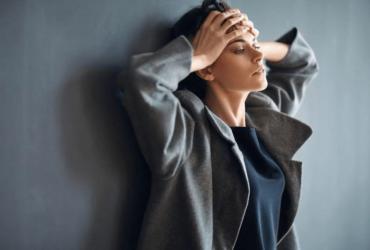 """با تکنیک بسیار موثر """"دکمه ی فشار"""" برای کاهش اضطراب و افکار منفی آشنا شوید!"""