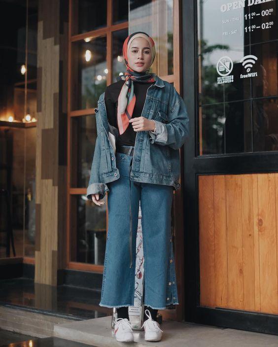 پیشنهاد های استایلی پاییزی با لباس های جین