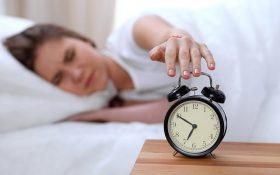 چرا صبح ها خسته از خواب بلند می شویم