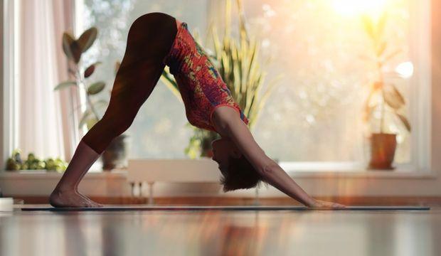 انجام حرکات یوگا هنگام صبح