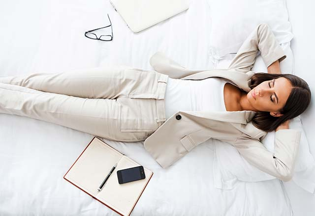 5 عادت شبانه برای کاهش خستگی