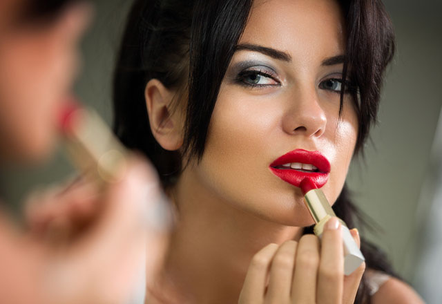 ترفندهای آرایشی برای برجسته کردن لب ها