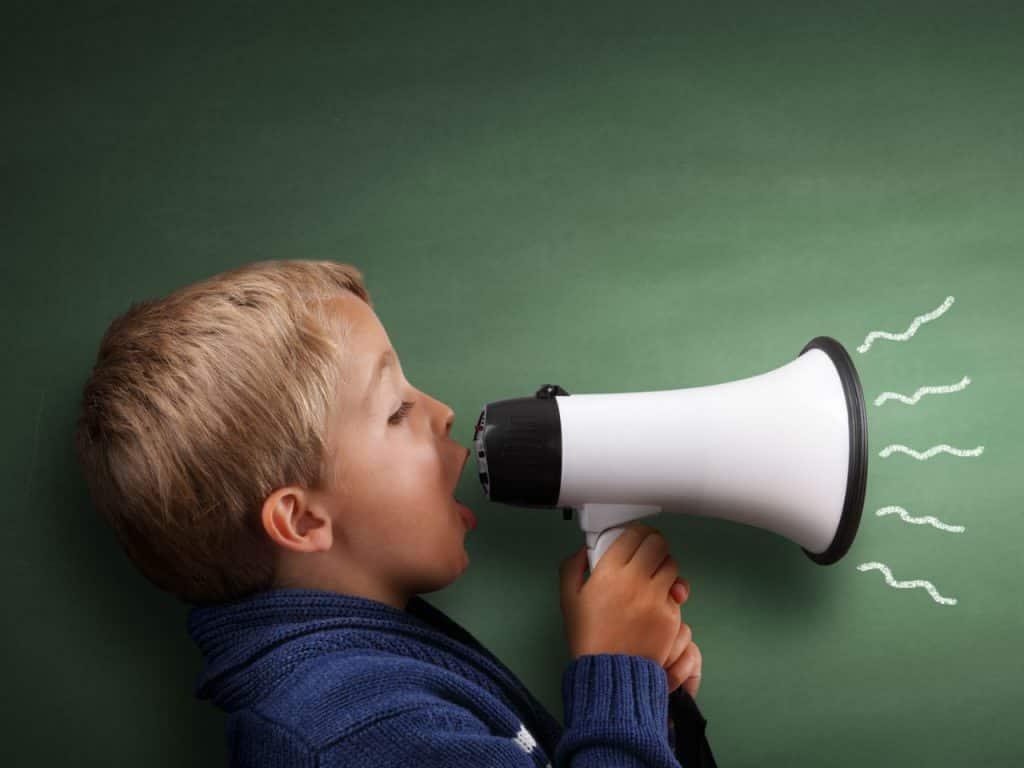 دلایل پرحرفی کودکان چیست؟ چطور می توان پرحرفی کودکان را کنترل کرد؟