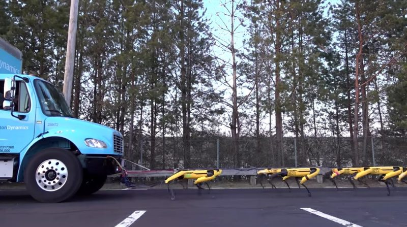 سگ های رباتیک بوستون داینامیک (SpotMini) در حال یدک کشیدن یک کامیون
