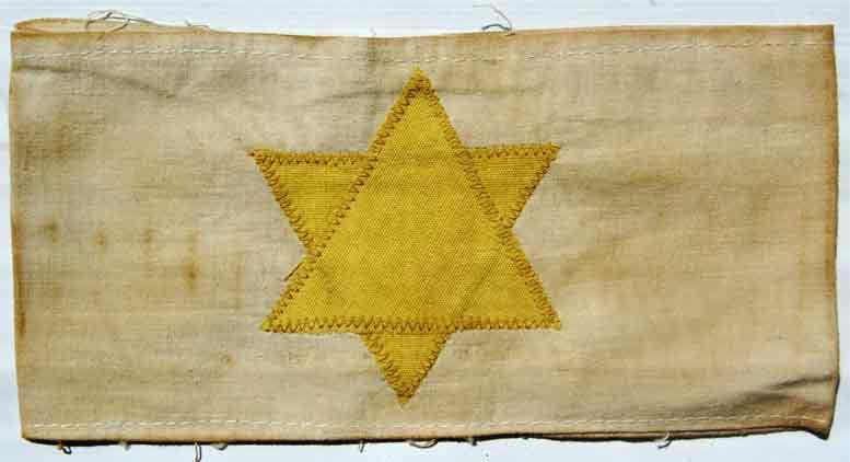 بازوبند یهودی ها در جنگ جهانی دوم از سال 1939 تا 1945 برای جدا کردن یهودی ها توسط نازی ها استفاده می شده
