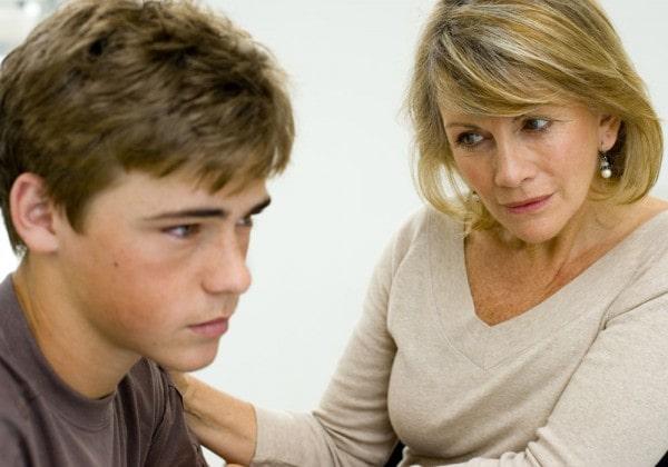 اشتباهات والدین در برابر فرزند نوجوان