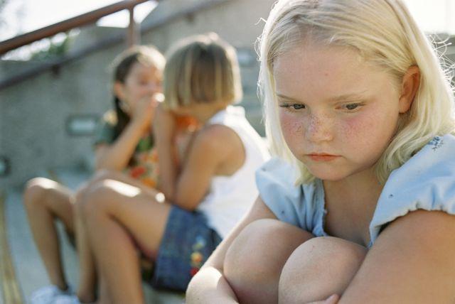 چگونه به دوستیابی کودکمان کمک کنیم؟ چه کاری از ما برمی آید؟
