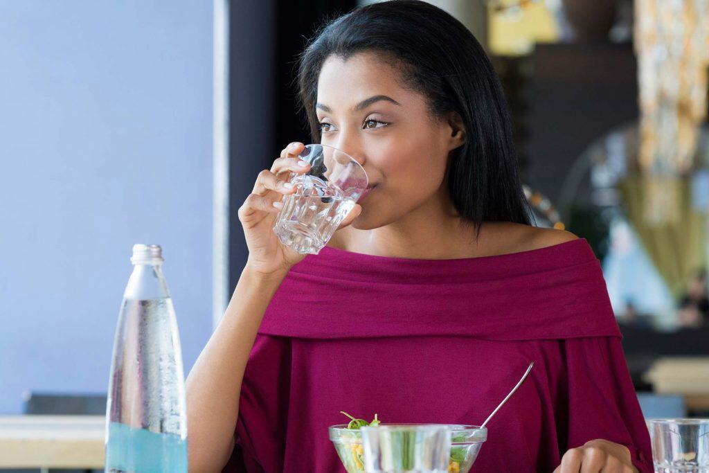 نوشیدن بیش از حد آب ؛ خطری که جانتان را تهدید می کند!!!