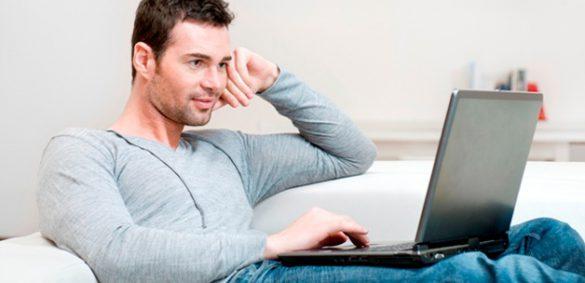 آیا گذاشتن لپ تاپ بر روی پاها مضر است